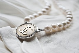 chanel gold pearl necklace 5c