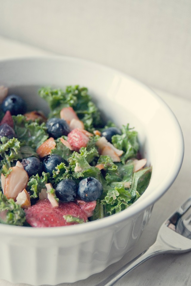 clean_refreshing_alakaline_kale_salad_1