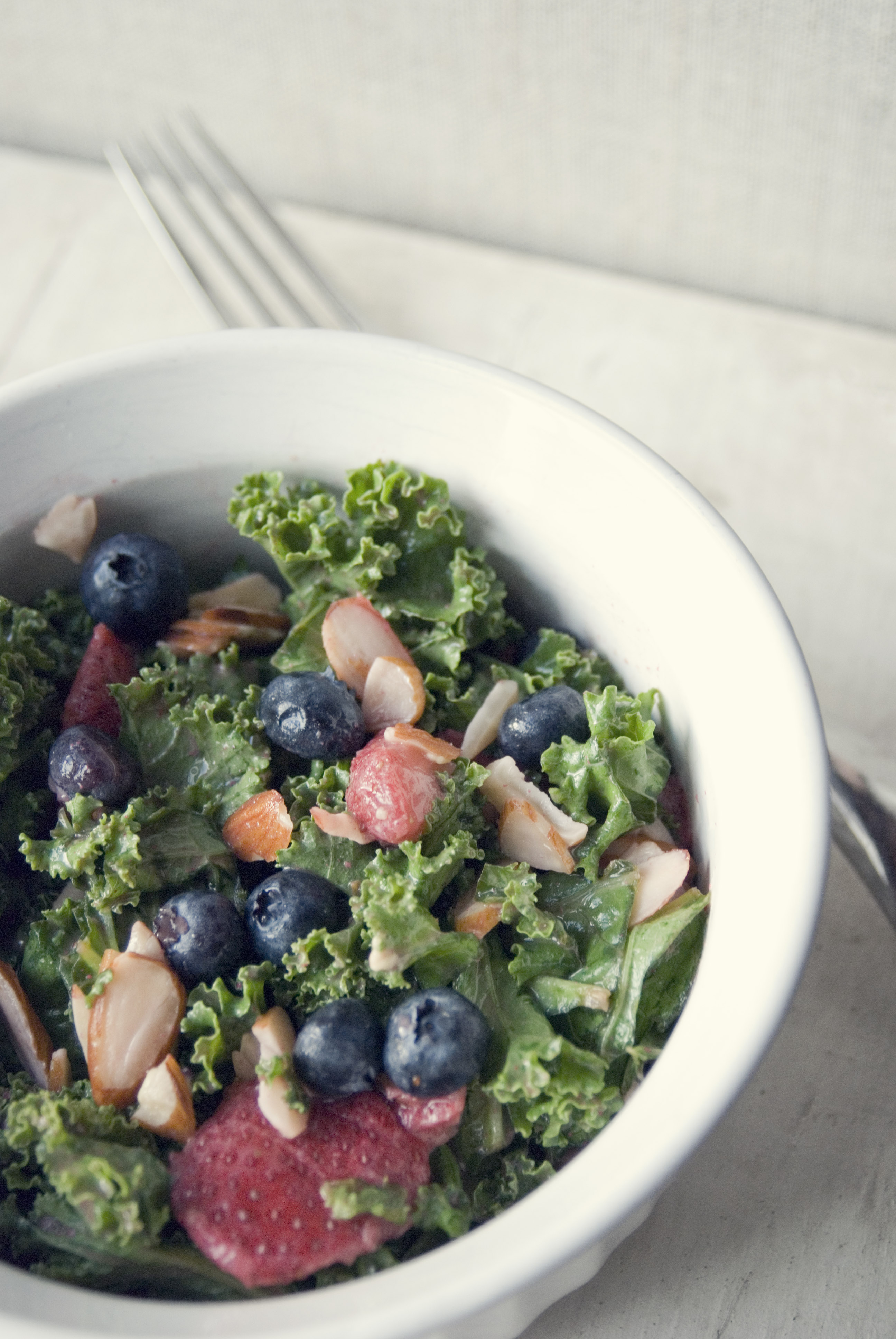 clean_refreshing_alakaline_kale_salad_2